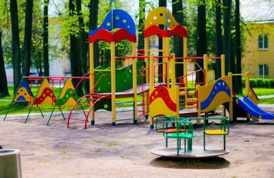 В районе Чертаново Центральное активно ведутся работы по благоустройству дворовых территорий