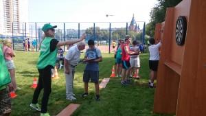 Команда района Чертаново Центральное играет в дартс