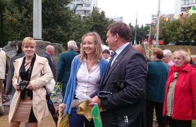 депутаты Татьяна Грудкина и Сергей Жабин на открытии парка