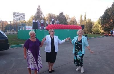 танцуют активистки районного Совета ветеранов