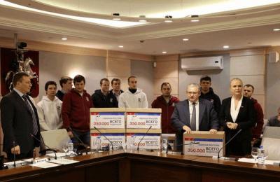 Представители партии «Единая Россия» передали в Мосгордуму 350 тысяч подписей москвичей в поддержку расширения льгот на капремонт