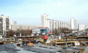"""Вид на улицу Красного Маяка и станцию метро """"Пражская"""""""