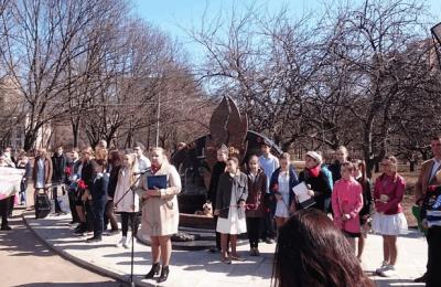 Руководитель аппарата Совета депутатов муниципального округа Чертаново Центральное Анна Гурова выступила на митинге в Парке 30-летия Победы