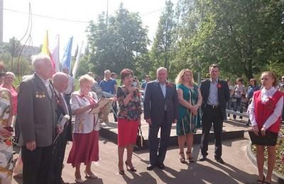 Глава муниципального округа Нина Пожарова выступила с приветственным словом на митинге в День Победы
