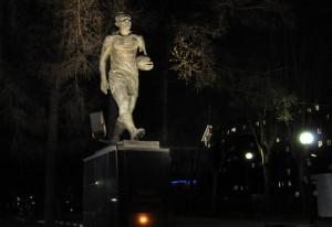 Памятник Эдуарду Стрельцову  на стадионе имени Стрельцова