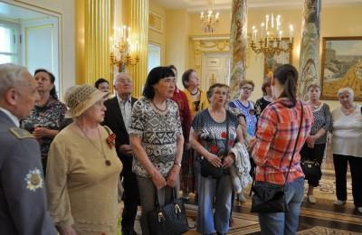В День Победы для ветеранов Южного округа организовали экскурсию в музее-заповеднике «Царицыно»