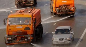 Поливомоечные машины на улицах Москвы
