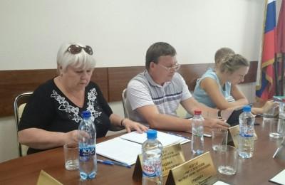 Депутаты ознакомились с деятельностью местного СДЦ