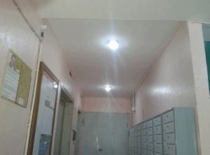 Отремонтрованное освещение в подъезде дома 17, корпус 1 на улице Красного Маяка