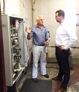 Депутат осмотрел новые лифты в многоквартирном доме