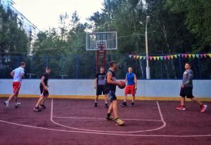 Баскетбольные игры на уличной площадке возобновят в районе Чертаново Центральное