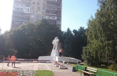 """Памятник """"Интеркосмос"""" на улице Красного Маяка"""