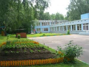 Одно из зданий учебного комплекса № 880