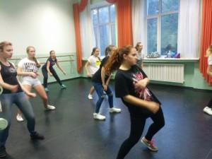 Подростки района Чертаново Центральное на уроке танцев