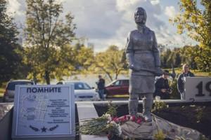 Памятник женщинам-героям