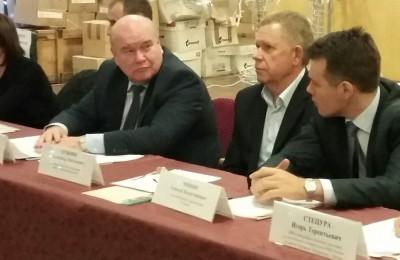 Жители района Чертаново Центральное посетили встречу с главой управы Владимиром Михеевым