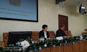 Татьяна Полякова (слева) на пресс-конференции