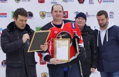Депутат Сергей Полозов (крайний справа) на мастер-классе по хоккею