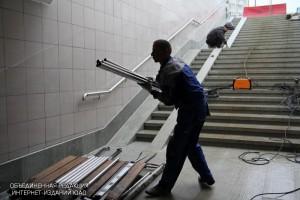 Строительные работы в  подземном переходе