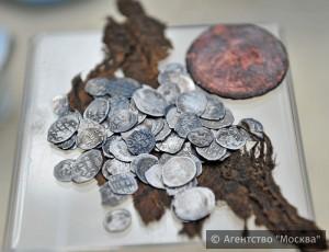"""Артефакты, найденные во время раскопок в парке """"Зарядье"""""""