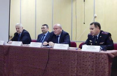 Глава управы Владимир Михеев на встрече с жителями района