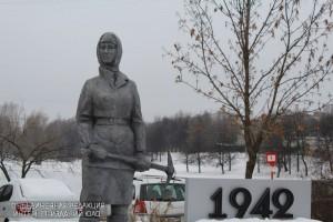 Памятник женщина в районе Чертаново Центральное