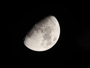 Тесное соединение Луны и звезды Альдебаран