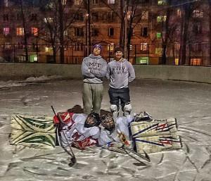 Участники хоккейной игры