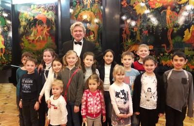 """Ученики 2 """"Б"""" класса школы №880 посетили театр Наталии Сац"""