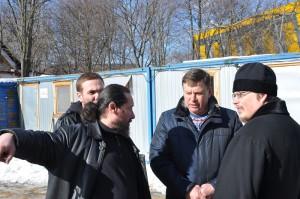 Муниципальный депутат Сергей Жабин на осмотре храмов в районе