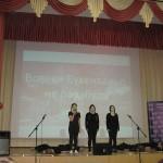 Учащиеся школы №880 выступают с военной песней