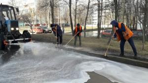 "Сотрудники ""Жилищника"" промывают дороги района"
