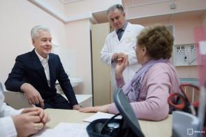 Медпомощь пожилым людям в московских поликлиниках постоянно улучшается - Сергей Собянин