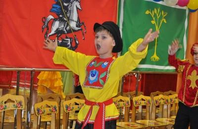 Юный артист дошкольного учреждения №2 школы № 879 Вова Уткин