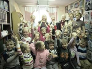 Юные жители района подготовили для своих родителей праздничное выступление