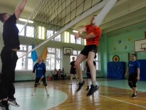 Школьники района сыграли в волейбол