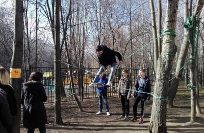 Школьники из Чертаново приняли участие в военно-патриотических играх