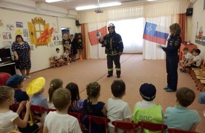 Сотрудники МЧС района провели лекции для юных жителей