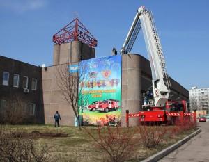 Местное отделение МЧС украсили праздничным плакатом