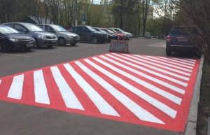 Красно-белые разметки для транспорта обновляют в районе