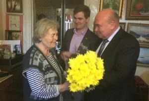 Владимир Михеев поздравляет Екатерину Цветкову