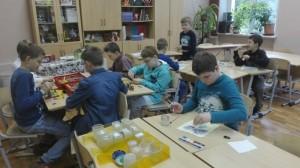 Необычный урок рисования прошел в школе №880