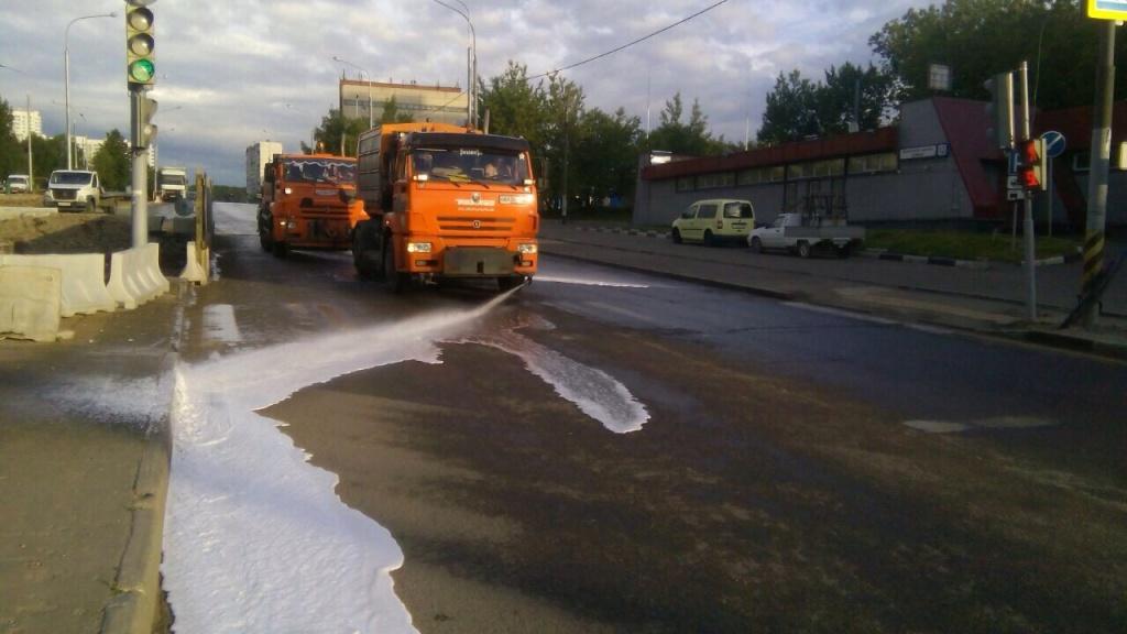 Работы по промывке дорог провели в районе