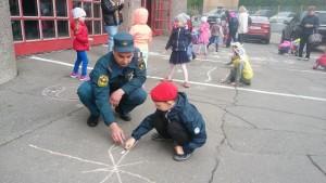 Дети на встрече с пожарными.
