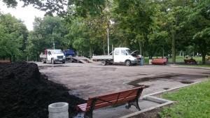 Благоустроительные работы ведут в парке 30-летия Победы