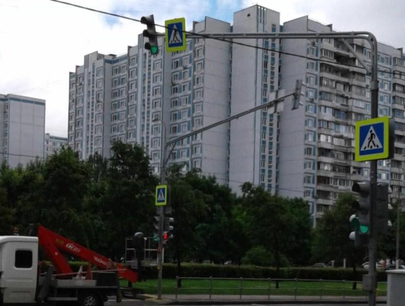 Светофор на Кировоградской улице
