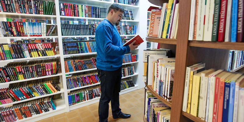 Книжные полки библиотеки №151 пополнились новыми изданиями