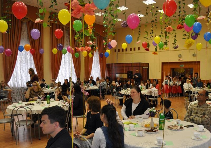 Праздник в честь Дня матери прошел в школе №879