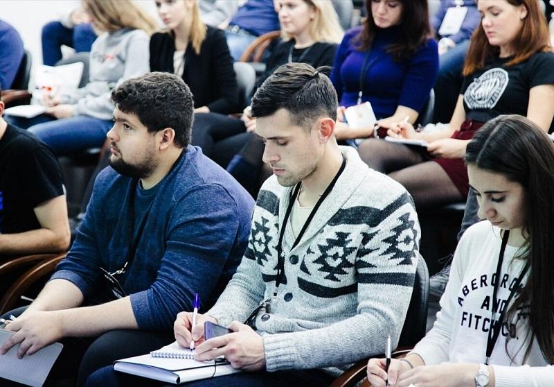 """Деловой клуб """"Чертаново"""" проведет тренинг о выступлении на публике"""