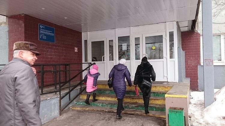 У городской поликлиники №170